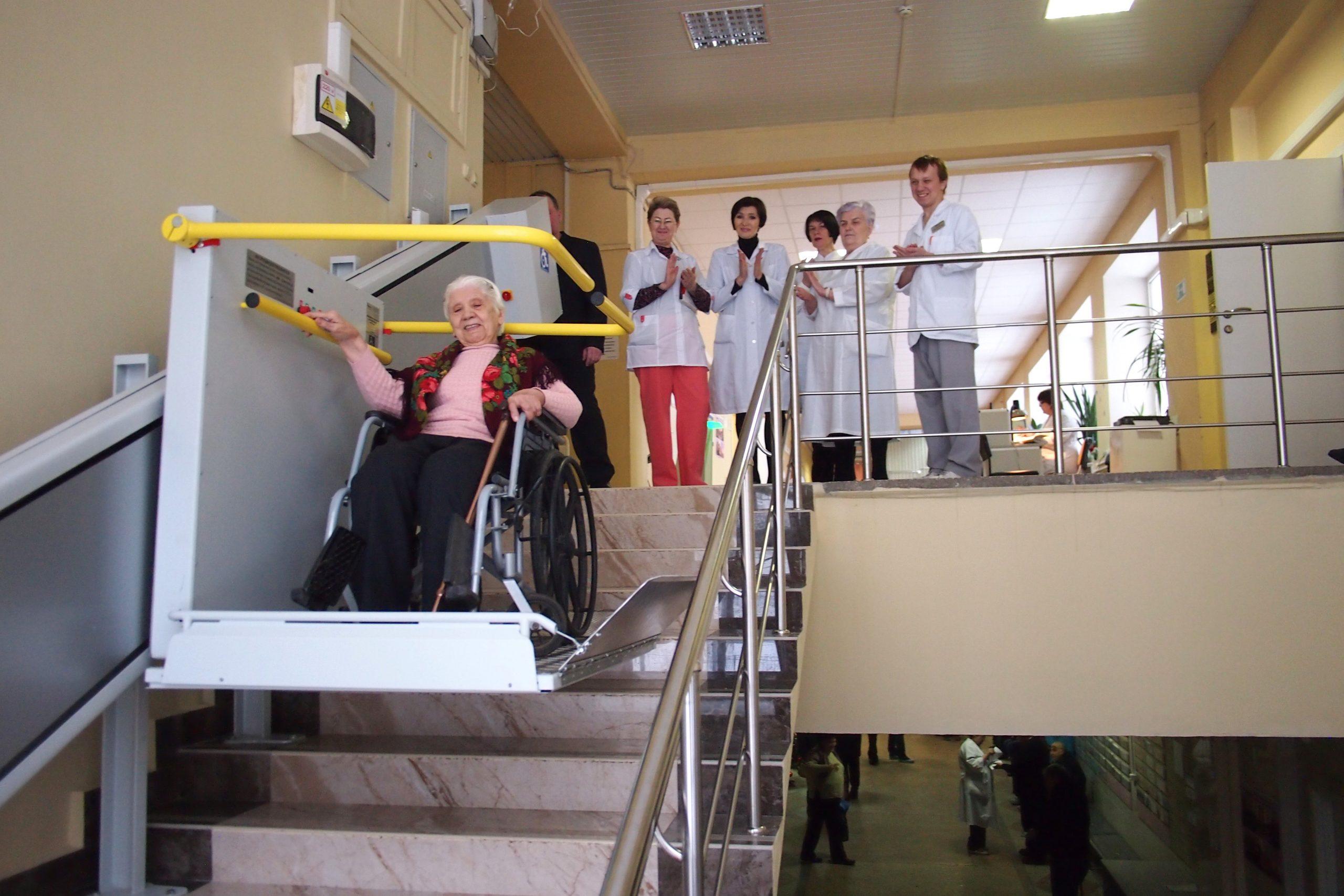 В ГКБ №5 установили подъёмник для колясочников